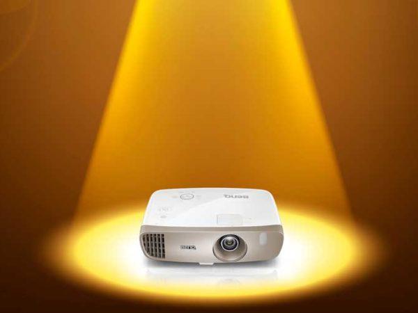 4 edullista HD-projektoria