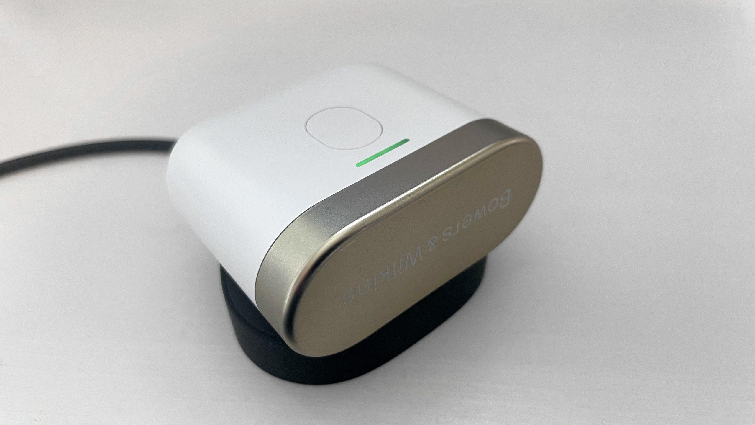 B&W PI7 Wireless Charging